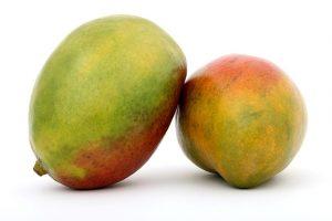 9.MANGO (1 mango – 135 kalorij, 1g maščob) vsebuje beta karoten, ki pokrije priporočeno dnevno vrednost vitamina A.