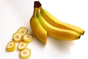 3.BANANE (1 srednja banana – 105 kalorij, 0g maščob) vir kalija, ki je potreben za zdravo delovanje srca in mišic. (vir: Pixabay.com)