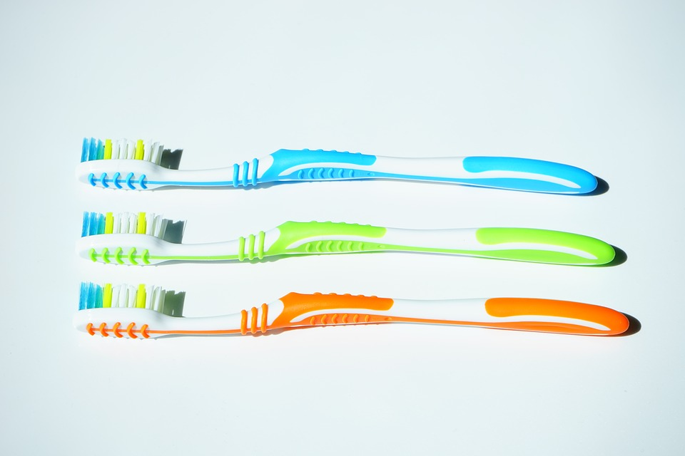 tooth-brushes-1194940_960_720