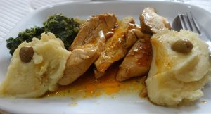 Pogrevanje piščanca v mikrovalovni pečici sproži spremembo naravnih beljakovin, ki jih vsebuje. Posledice so škodljive za prebavo. Piščanca pogrevajte na nizkih temperaturah in ne predolgo.