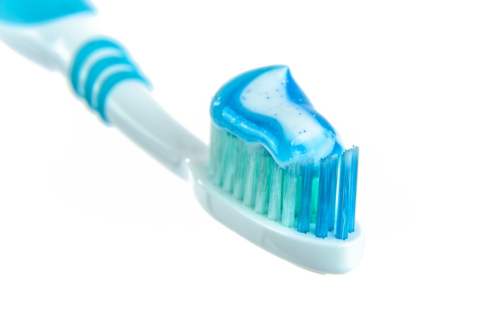 toothpaste-1786388_960_720