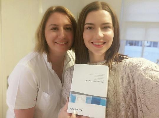 Dr. Mateja Jelić in Maja Keuc, obe uporabnici Invisalign zobnega aparata.